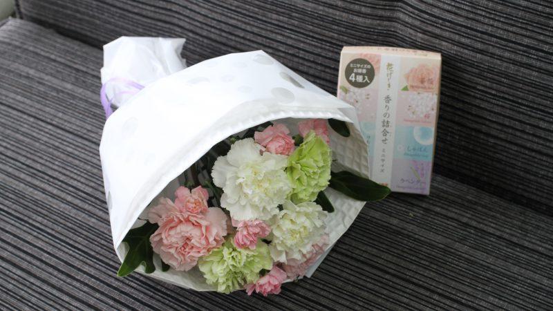 【お供え】お線香付きカーネーションの花束
